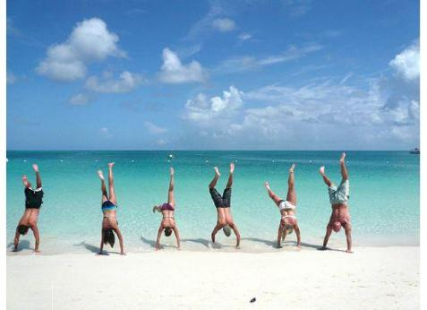 group-handstand-on-the
